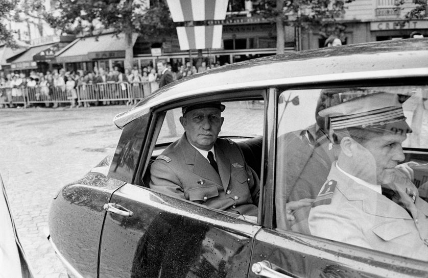 L'acteur Adrien Cayla-Legrand a plusieurs fois pris les traits de de Gaulle. Comme ici dans le film franco-britannique Chacal (The Day of the Jackal), sorti en 1973 et réalisé par Fred Zinnemann.