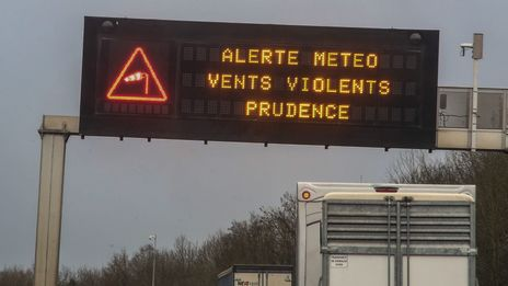Vents violents : Météo France place 9 départements en vigilance orange