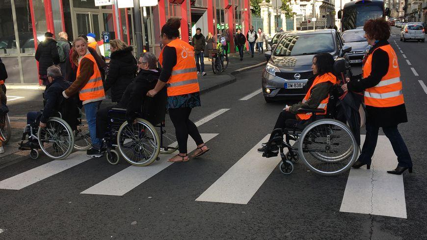 Les candidats dans des fauteuils roulants.