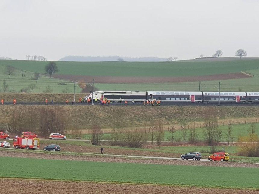 Le TGV Strasbourg-Paris accidenté près d'Ingenheim. - Radio France