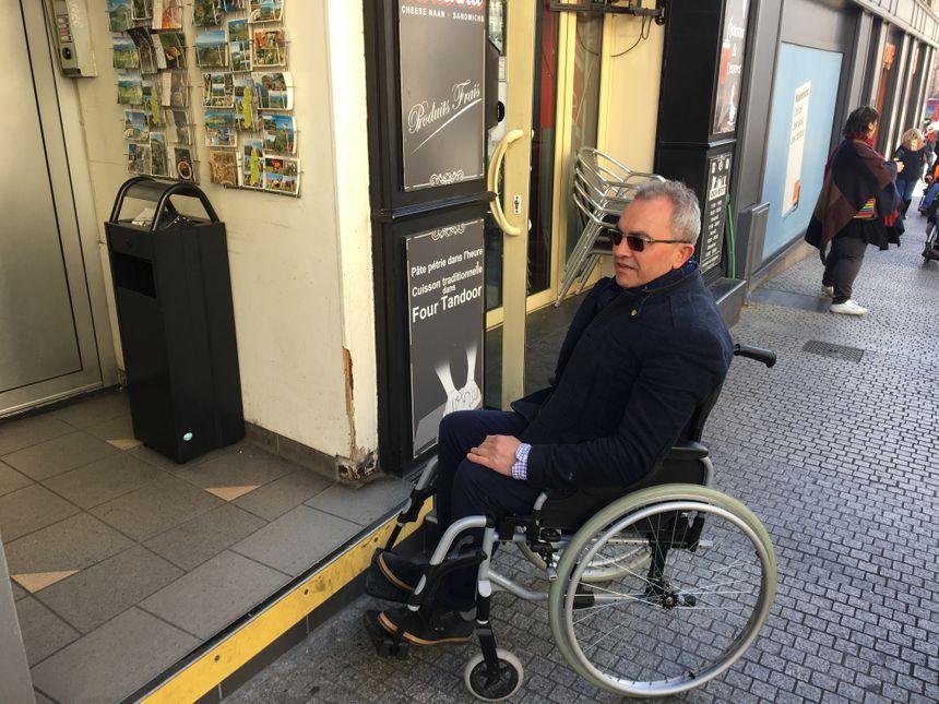 Les actions du quotidien peuvent être compliquées en fauteuil.  - Radio France