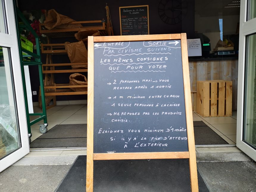 Les nouvelles règles en vigueur à l'épicerie du Sappey-en-Chartreuse - Radio France