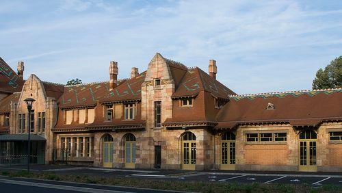 """La Nuit des Gares (17/17) : Samuel Delziani : """"La gare de Néris-les-Bains, très belle, assez imposante, créé pour les Thermes, au début de la thalassothérapie, a périclité très vite"""""""