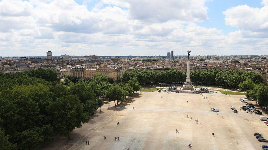 Bordeaux : la place des Quinconces transformée en drive fermier