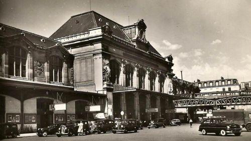 """Épisode 4 : """"Allo ici la gare d'Austerlitz à Paris, nous prenons l'antenne au moment même où le Général de Gaulle va accuellir Olaf de Norvège"""""""