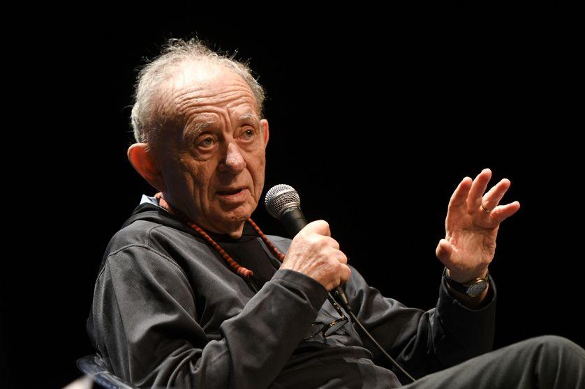 Le cinéaste Frederick Wiseman lors d'une conférence à la Rochelle, pour le Festival International du Film, en juillet 2016