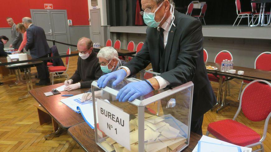 Premier tour des élections municipales à Crépy-en-Valois (Oise) le 15 mars 2020
