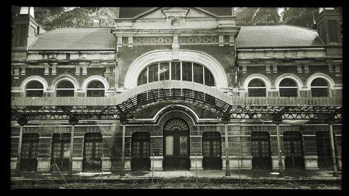 """La Nuit des Gares (7/17) : Régine Péhau-Gerbet : """"En Espagne, la gare de Canfranc, 'la belle endormie' comme on l'appelle, se réveille un peu avec des travaux pour la réhabiliter"""""""