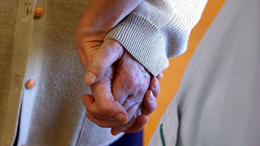 """""""L'impression d'être dans une bulle"""" pour Françoise, confinée avec son mari atteint d'Alzheimer. Photo d'illustration"""