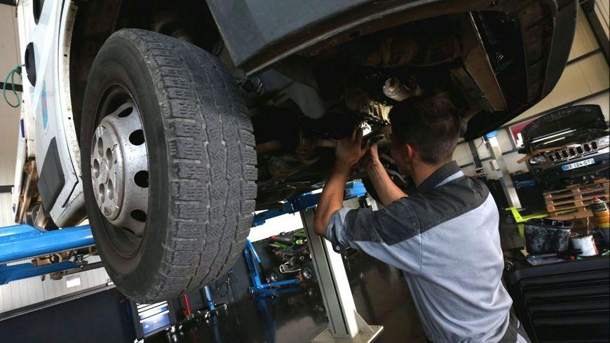"""Prendre soin de sa voiture elle aussi confinée : """"faire tourner le moteur deux minutes tous les deux jours"""""""