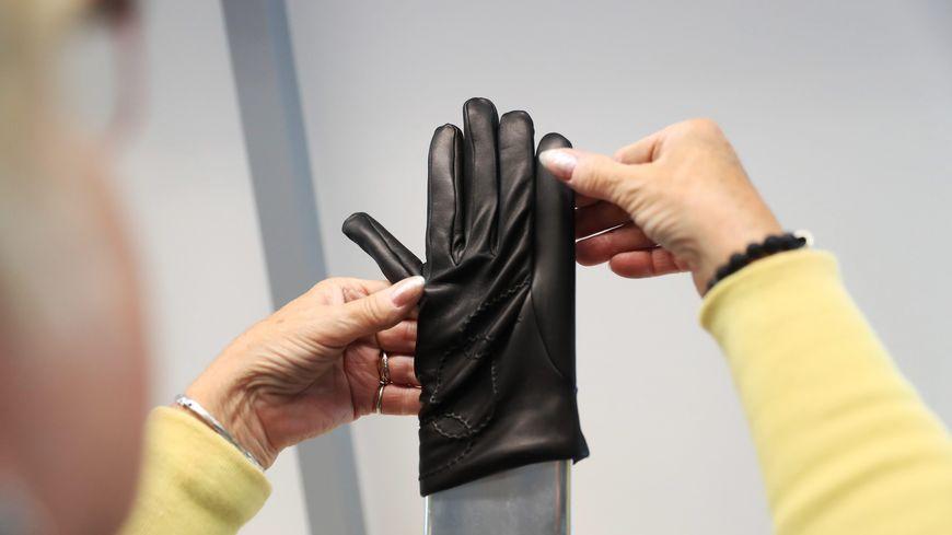 Haute-Vienne : l'entreprise de luxe Agnelle va fabriquer un gant spécial coronavirus