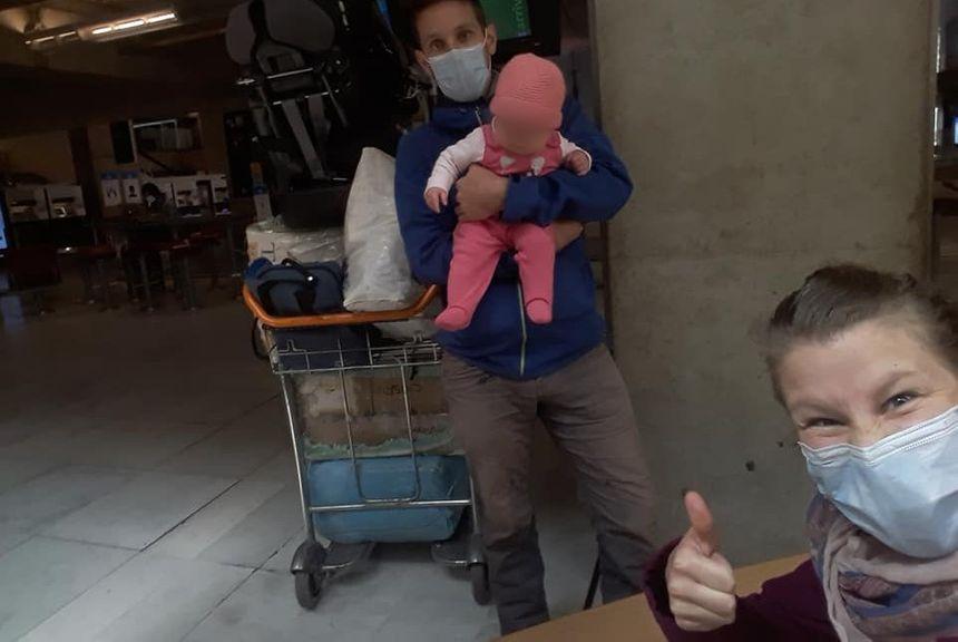 La famille Rostaing à l'aéroport.