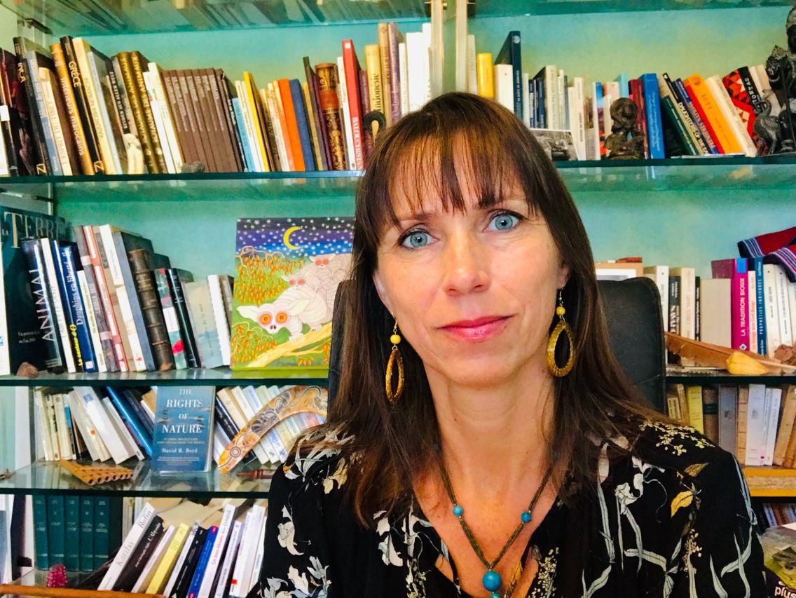 La juriste en droit international, Valérie Cabanes, confinée chez elle en Dordogne
