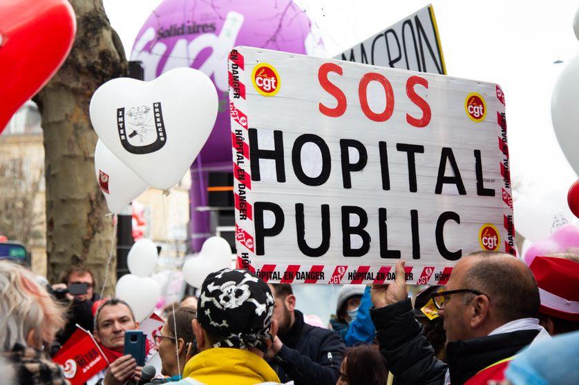 Manifestant pour la défense de l'hôpital public le 14 février 2020 à Paris.