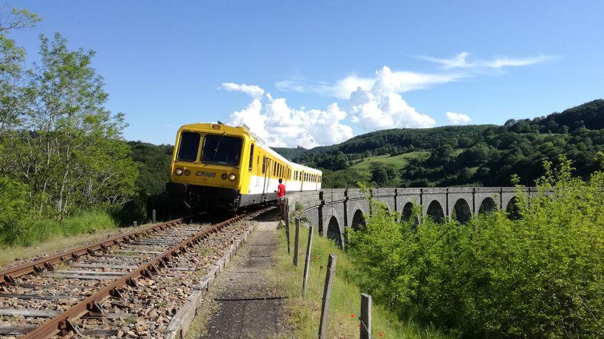 Le Gentiane Express au viaduc de Barajol
