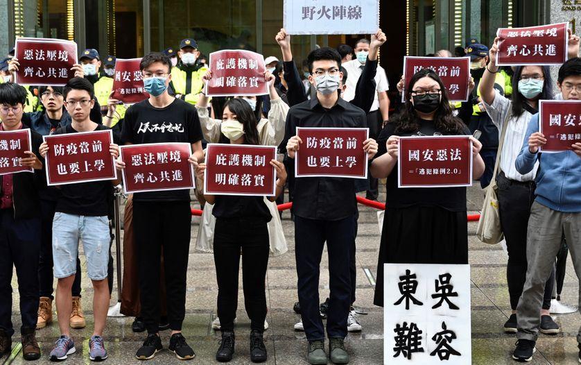 A Taipei, le 28 mai 2020, des étudiants honkongais et taiwanais manifestent contre la loi de sécurité nationale chinoise
