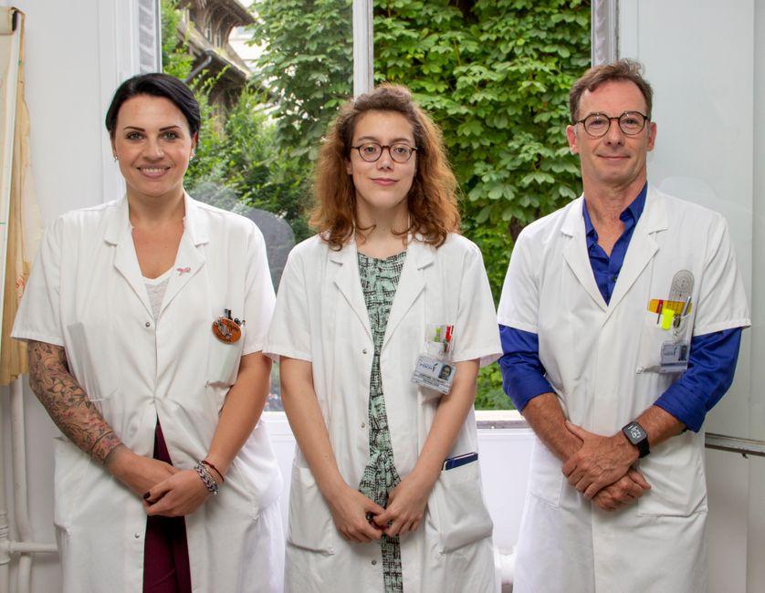 Deux membres de l'équipe de Nicolas Barizien : Virginie Lecomte, la diététicienne (à gauche) et Joséphine Tschirhart, la psychologue (au centre)