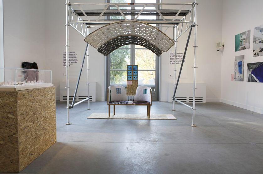 La Causeuse Memorama et la fenêtre visionneuse Memorama d'Isabelle Daëron,  Exposition « Handle With Care » à Liège, 2018