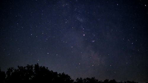 Des satellites et des étoiles