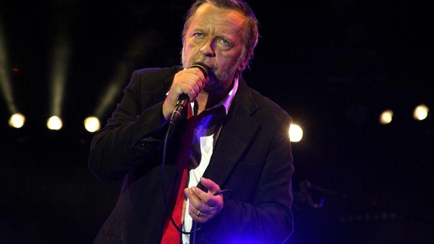 Renaud sort une nouvelle chanson sur le coronavirus, en hommage aux soignants