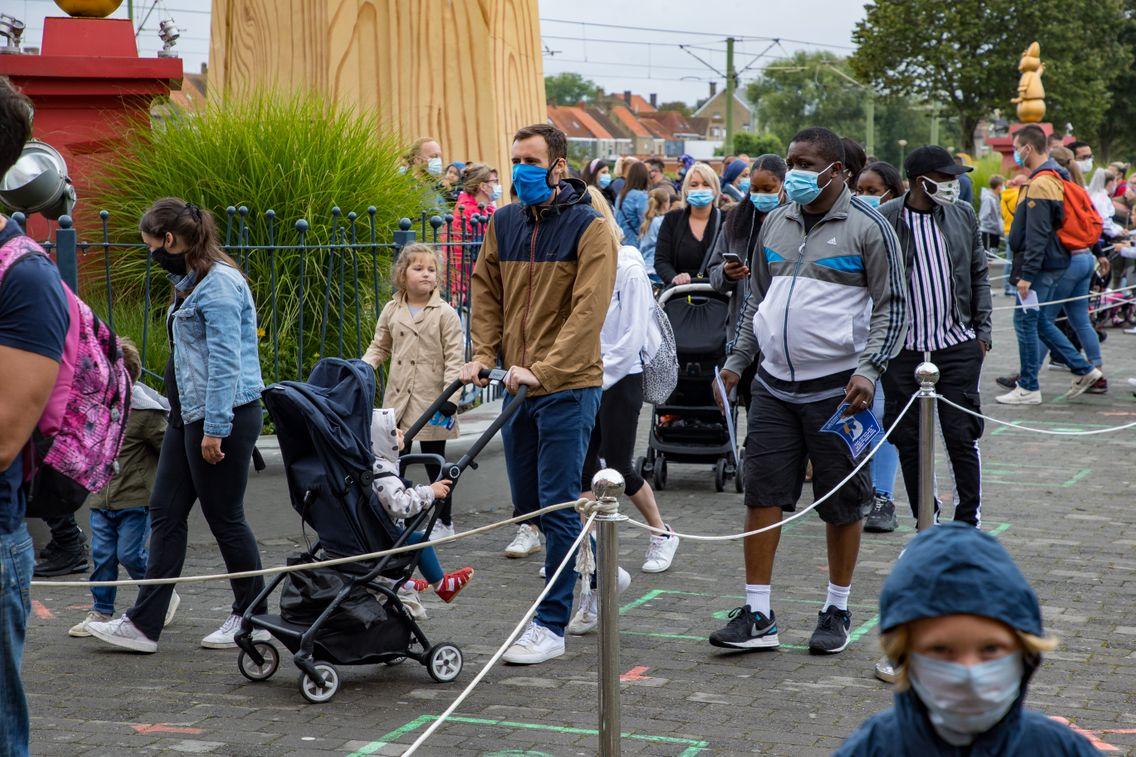 De nouvelles restrictions ont notamment été annoncées en Belgique face à la persistance du virus.