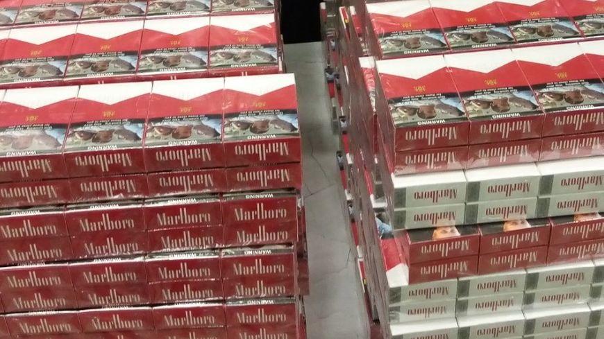 Au total, près de 6500 paquets de cigarettes ont été saisis par les Douanes bretonnes.