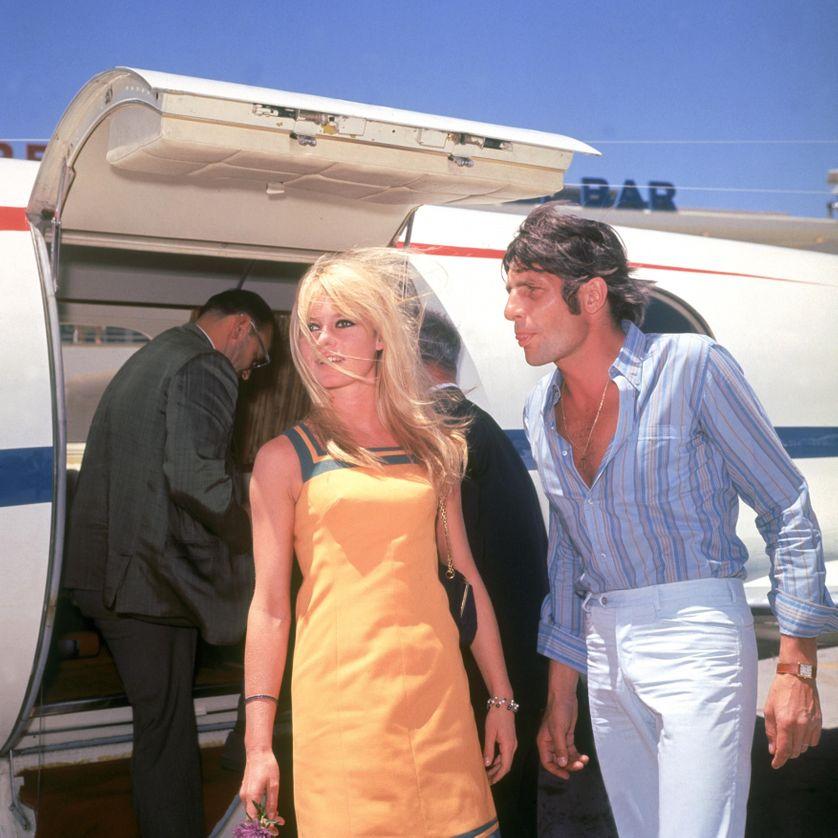 Brigitte Bardot et Gunter Sachs atterrissent à Las Vegas où ils se marient sans prévenir. 1966