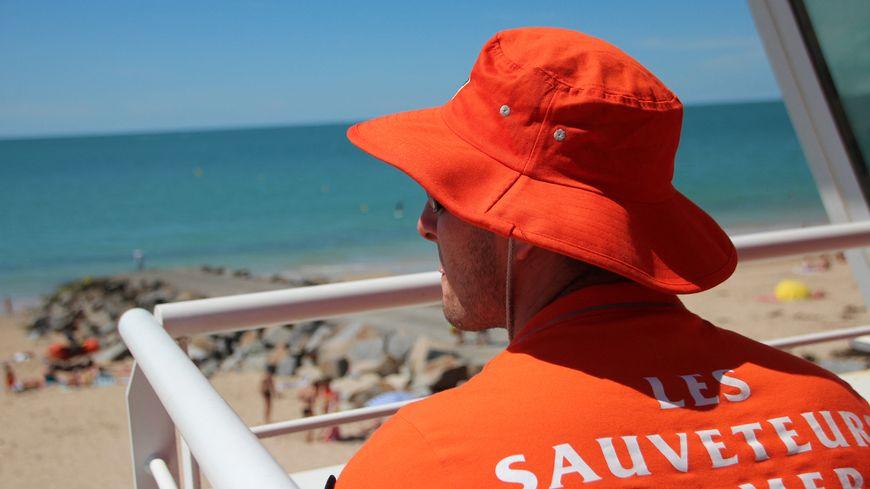 """Avec les nageurs sauveteurs de la SNSM à Saint-Martin de Bréhal : """"il faut avoir les yeux partout"""""""