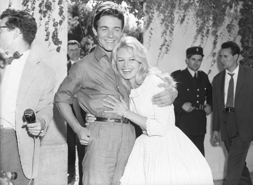 En juin 1959, BB épouse le jeune premier, Jacques Charrier.
