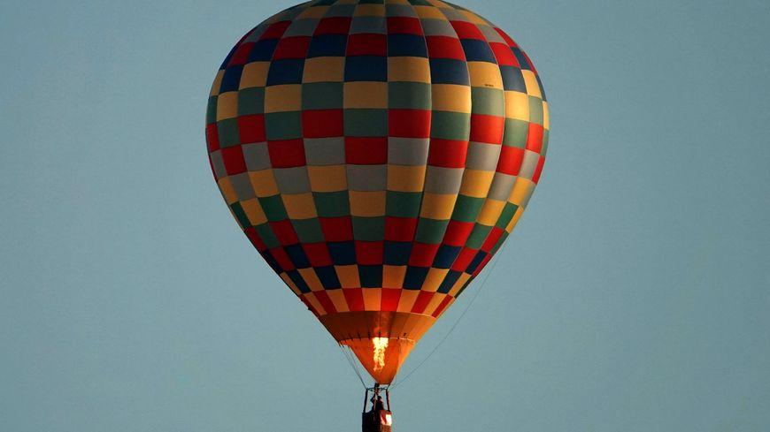 Spectaculaire Accident De Montgolfiere A L Aiguillon Sur Vie Une Femme Gravement Blessee