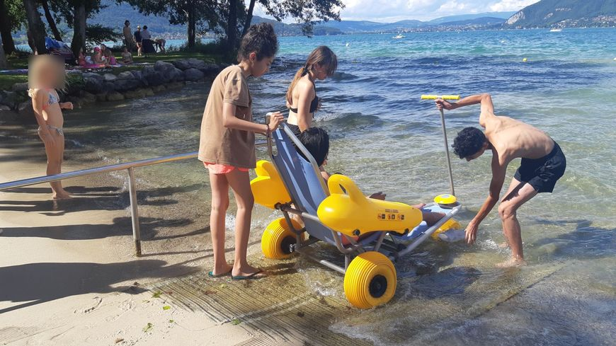 A Saint-Jorioz, le Tiralo permet aux personnes handicapées de goûter et partager les plaisirs du lac