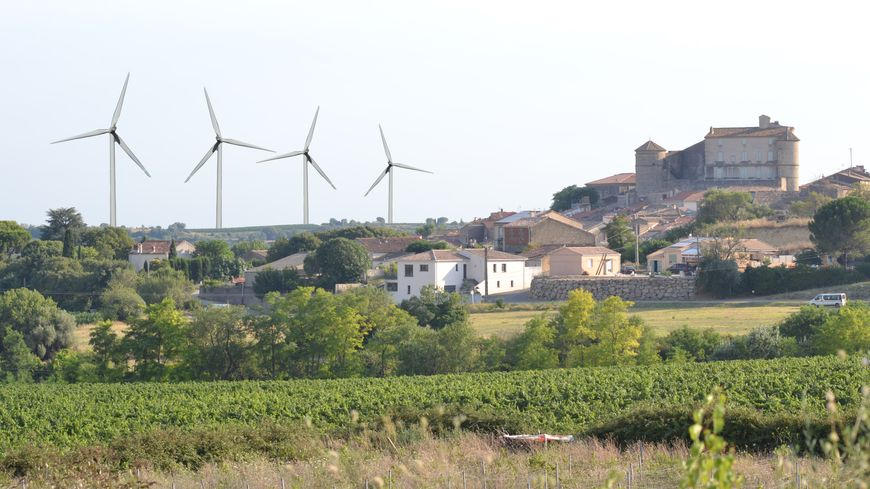 Wind project in the town of Puissalicon, visible tens of kilometers away