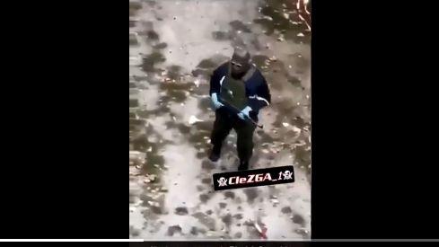 A Grenoble, des dealers du quartier Mistral s'exhibent en armes sur les réseaux sociaux 870x489_kalach