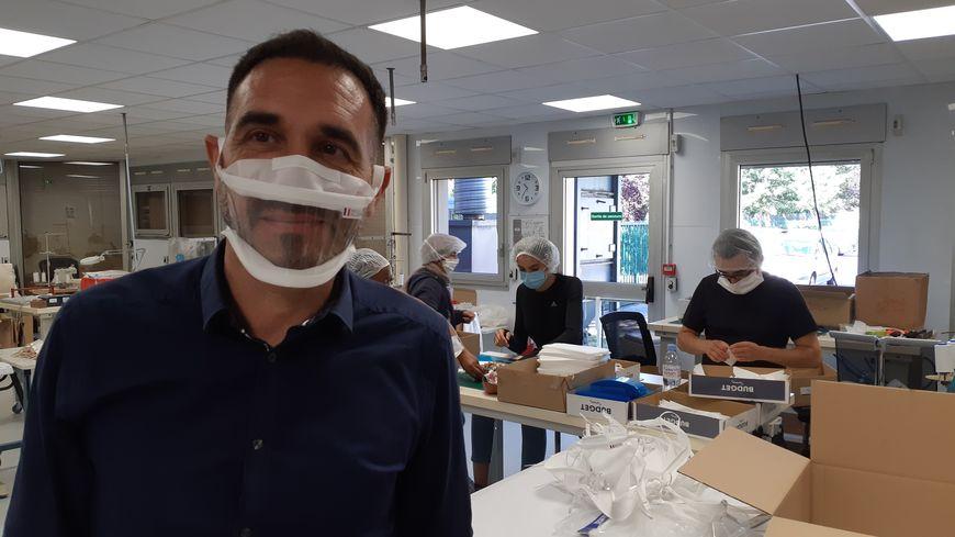 Covid-19 : gros succès pour le masque transparent fabriqué à Évreux