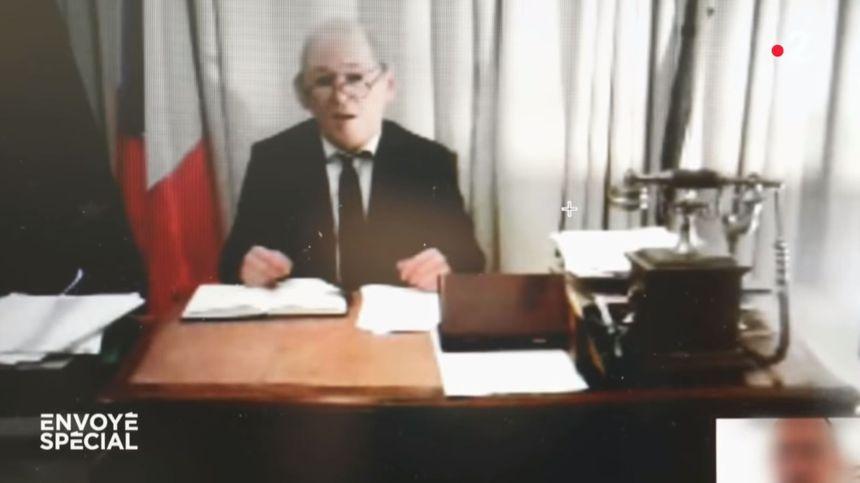 Capture d'écran de l'émission Envoyé spécial diffusée sur France 2 le 14 février 2019, qui montre l'arnaque au faux Jean-Yves Le Drian.