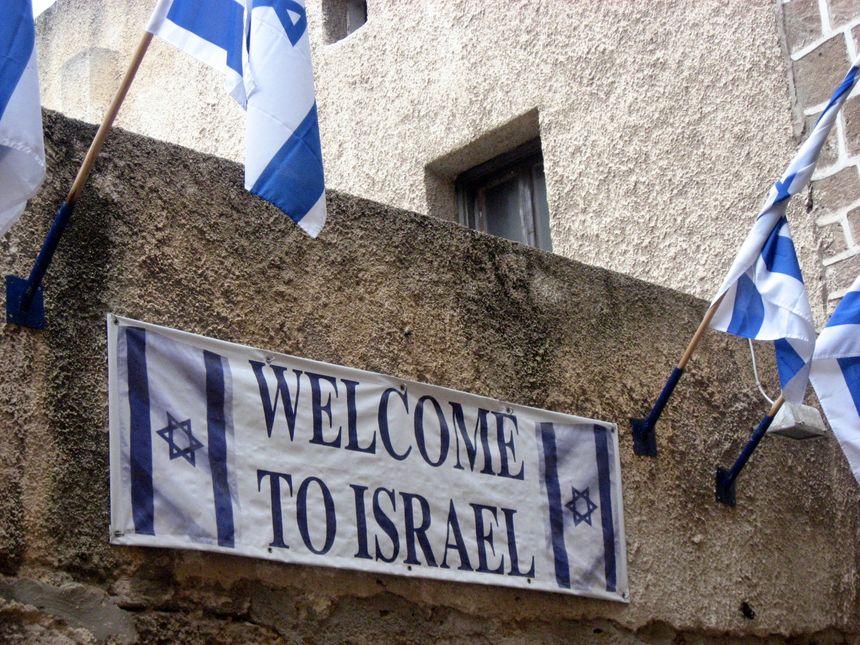 La loi du retour permet à tout Juif qui décide de venir s'installer en Israël d'obtenir de façon automatique la nationalité israélienne.