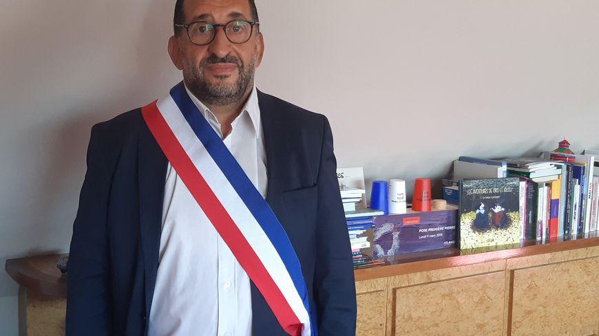 Azzedine Taibi, maire (PCF) de Stains en Seine-Saint-Denis