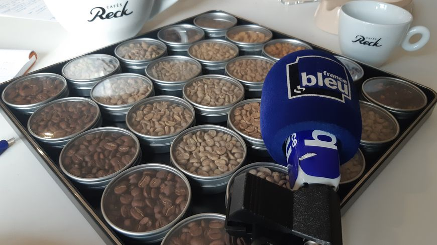 Échantillon de graines de café chez les cafés Reck à Strasbourg