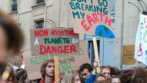 Santé, féminisme, écologie : comment les générations actuelles doivent réinventer des combats intemporels