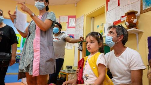 Covid-19 : le protocole sanitaire dans les écoles est assoupli