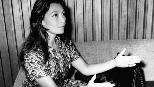 """Rediffusion en hommage à Juliette Gréco (2/5) : Juliette Gréco : """"Ma célébrité, je l'ai vécue en dehors"""""""