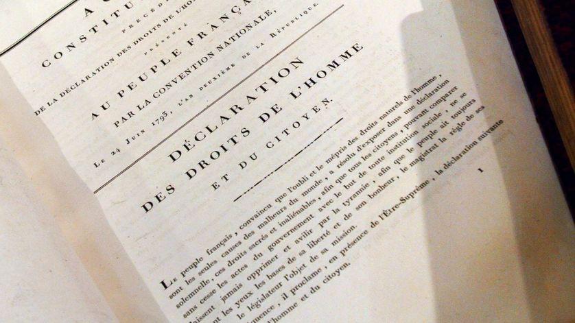 Déclaration des droits de l'homme et du citoyen. Les articles 10 et 11 protègent la liberté d'expression.