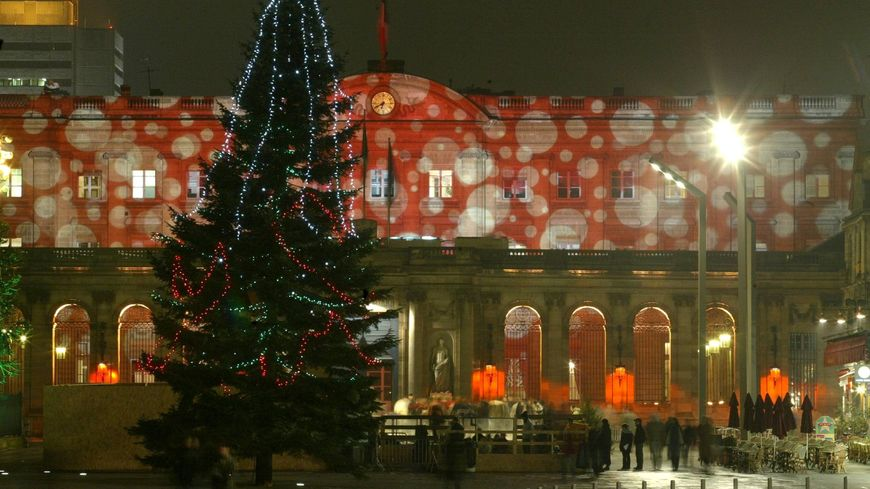 Le maire de Bordeaux supprime le grand sapin de Noël : un