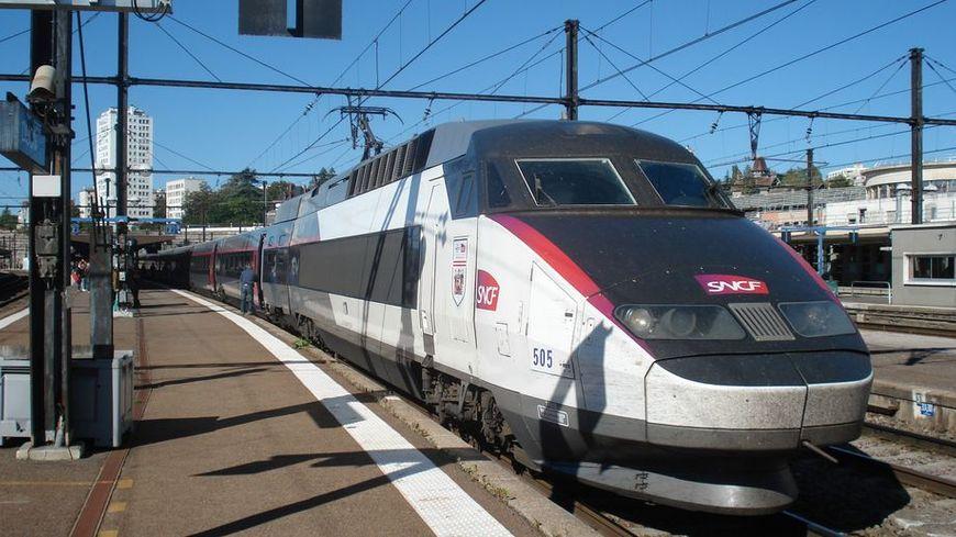 Un passager refuse de porter le masque et agresse un contrôleur TGV en gare d'Avignon Courtine