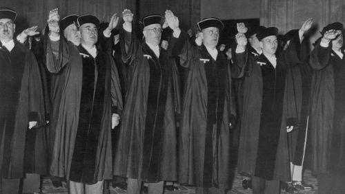 """Épisode 1 : Johann Chapoutot : """"Les juristes ont joué un rôle capital dans l'élaboration de l'idéologie nazie"""""""