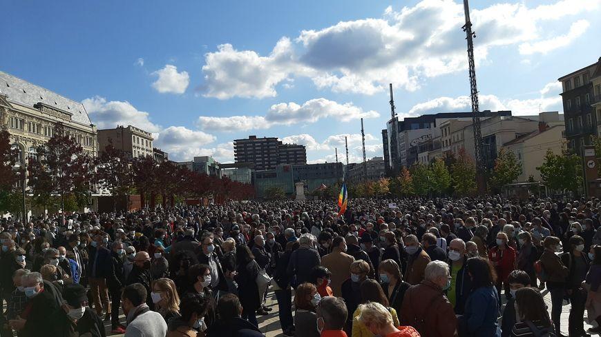 EN IMAGES : au moins 1500 personnes rassemblées à Clermont-Ferrand en hommage à Samuel Paty