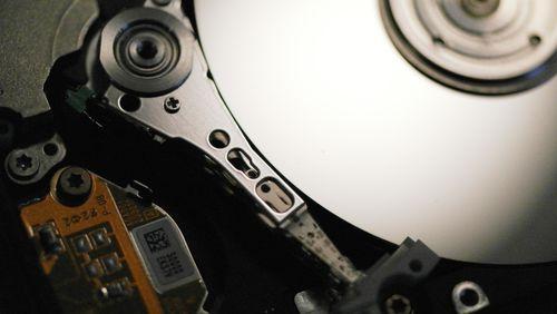 Comment les aimants de votre frigo servent-ils dans les disques durs ?