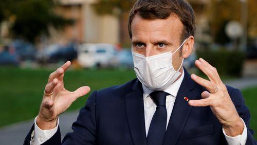 Plus question d'attendre que la crise sanitaire empire, Emmanuel Macron s'adressera aux Français ce soir pour détailler la stratégie contre le Covid-19