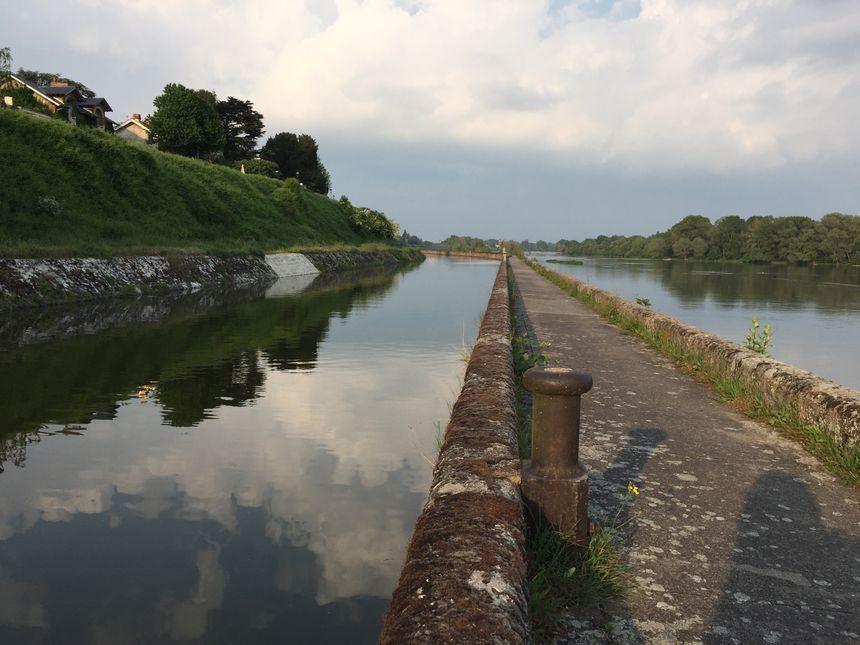 Le canal d'Orléans et la Loire, août 2018.