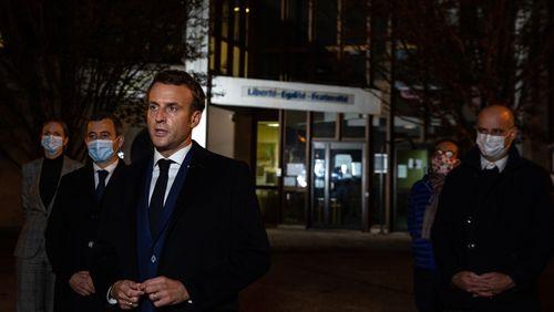 """Emmanuel Macron : """"Ils ne passeront pas. L'obscurantisme ne gagnera pas"""""""